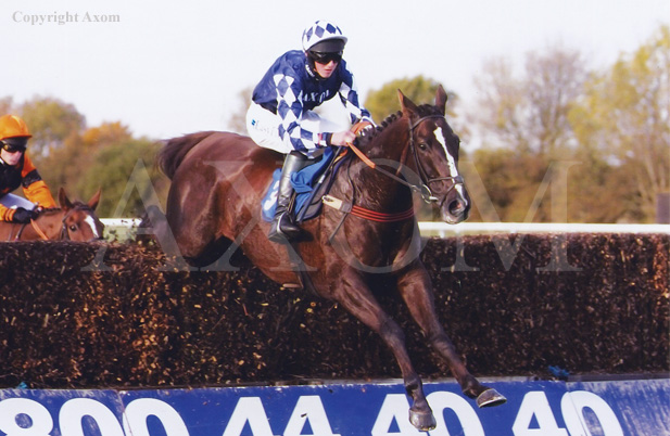 Et Maintenant records his second 'chase victory at Huntingdon