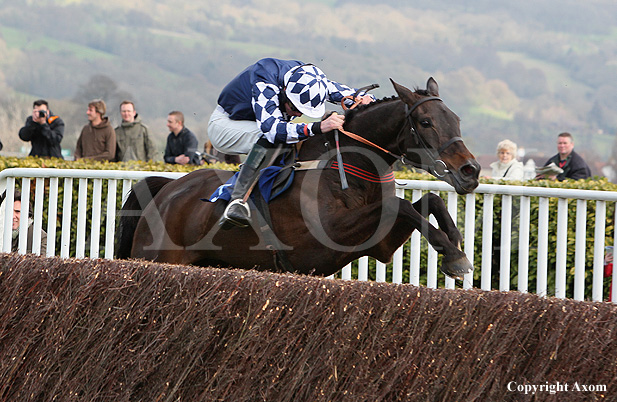 Ouzbeck wins at Cheltenham for the second time